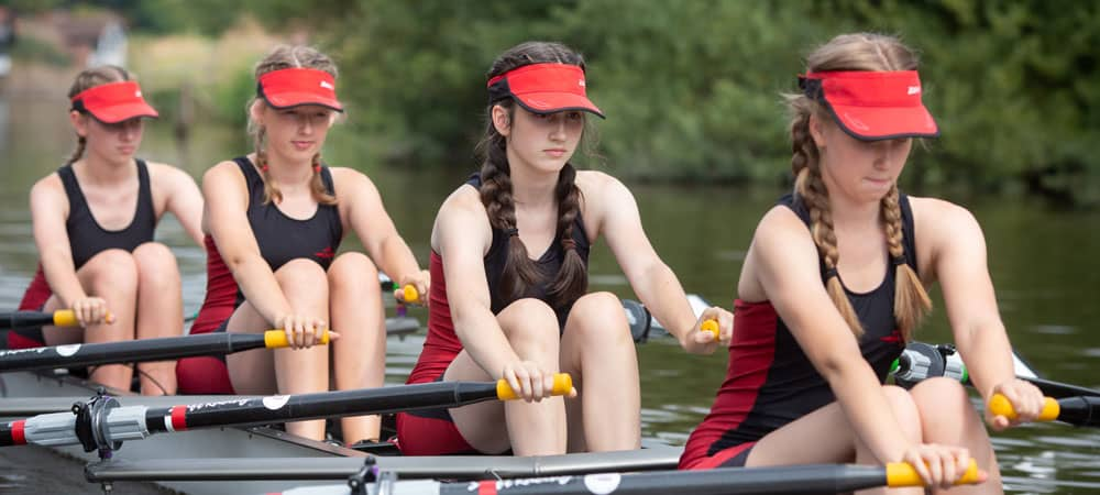 Female students in rowing boat